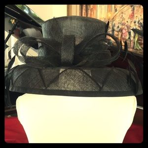 Accessories - Black feathered hat